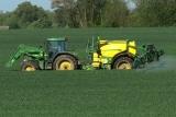 Unkraut im Getreide bekämpfen